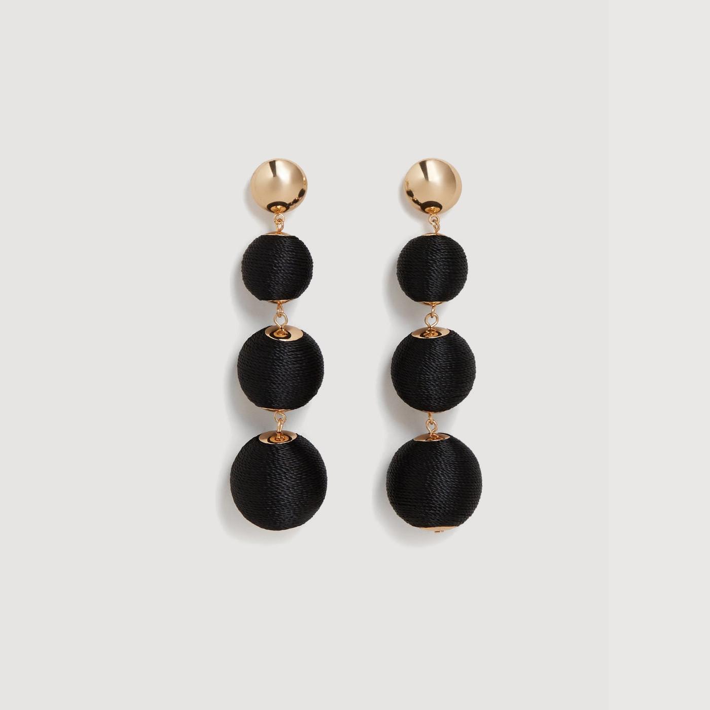 boucles d 39 oreilles pompons mango la grande mode. Black Bedroom Furniture Sets. Home Design Ideas