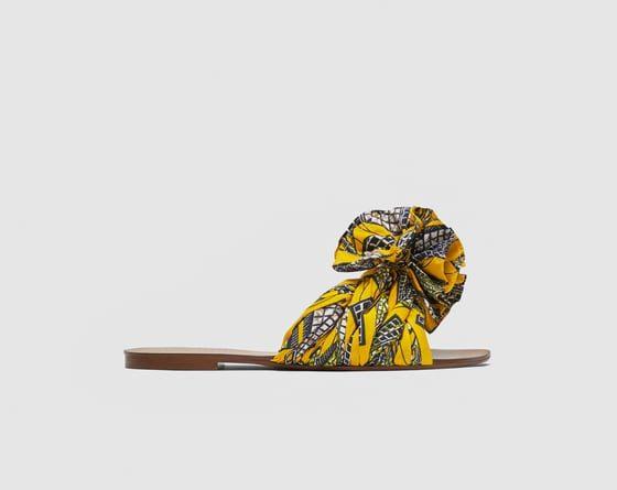 347989854ece4 Les 20 claquettes et espadrilles à porter cet été. Claquettes en tissu  imprimé façon wax – Zara – 39